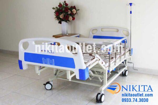 Chức năng nâng đùi giường y tế có tay quay NIKITA DCN06