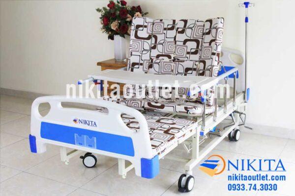 Chức năng ôm vai giường y tế có tay quay NIKITA DCN06