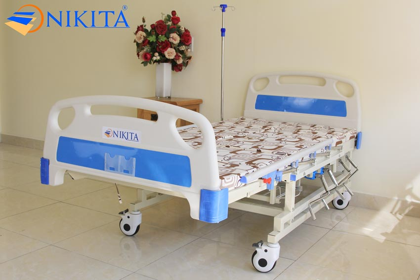 Giường bệnh có bô vệ sinh NIKITA DCN04